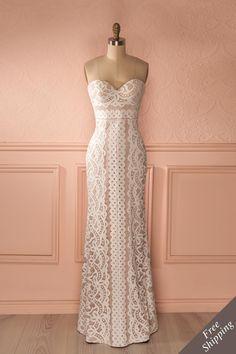 Robe mariée maxi bustier dentelle crème - Beige and white lace strapless sweetheart neckline maxi bridal dress