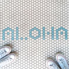 Aloha tiled floors?! Looks like we just arrived to vacation! Who else is ready to arrive to somewhere tropical and lay out in the sun? Sign us up with you!