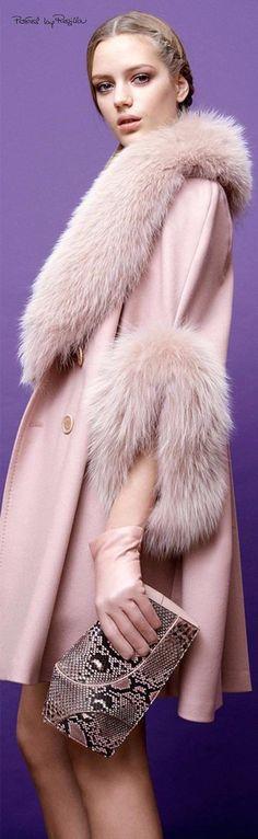 Elie Saab Fur and Cashmere Top Coat, Pale Pink, Pre-Fall 2015 Fur Fashion, Look Fashion, High Fashion, Womens Fashion, Fashion Design, Fashion Trends, Mode Chic, Mode Style, Elegante Y Chic