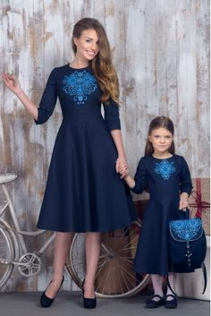 Eu și Daria Hair Cutting Style hair cutting style for female long hair Mother Daughter Pictures, Mother Daughter Matching Outfits, Mommy And Me Outfits, Stylish Dresses, Cute Dresses, Girls Dresses, Embroidery Fashion, Embroidery Dress, Cute Fashion