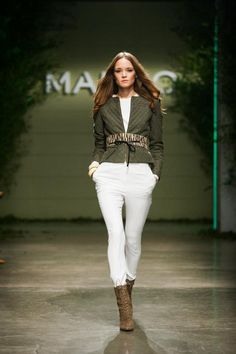 Mango, All white boots and jacket White Boots, White Jeans, Pretty Outfits, Pretty Clothes, All White, Quilted Jacket, Mango, Jackets, Fall