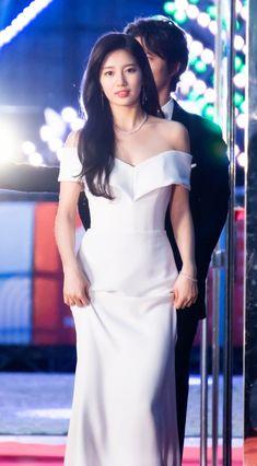 Suzy 180503 the Baeksang Arts Awards Long Gown Dress, Strapless Dress Formal, Beautiful Girl Image, Beautiful Asian Girls, Fairy Wedding Dress, Asian Cute, Bae Suzy, Girls Image, Asian Fashion