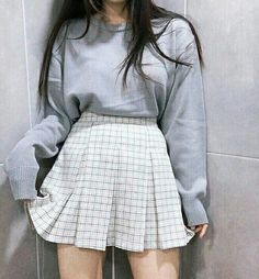 Blusa de manga longa + saia xadrez