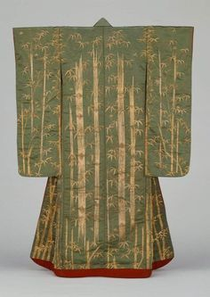 uchikake, edo period, very unusual print. This would have looked amazing on, I imagine that it would have almost shimmered when she walked.
