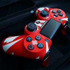 See custom video game controllers for Xbox One and PlayStation 4 consoles with beautifully detailed long-lasting designs. Ps4 Controller Custom, Xbox One Controller, Control Ps4, Ps Wallpaper, Mundo Dos Games, Videogames, Playstation 4 Console, Video Game Rooms, Ps4 Exclusives