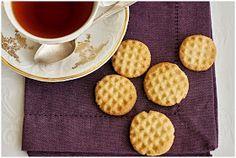 Po víkendovém úspěchu s koka sušenkami jsem zkoušela hledat recept na esíčka, protože ty světlé máme v rodině nejraději:o) Na internetu se n... Other Recipes, Sweet Recipes, Gimme Some Sugar, Sweet Cookies, Brownie Cookies, Christmas Cookies, Waffles, Nom Nom, Biscuits