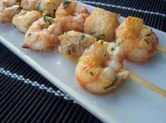Brocheta de langostinos y pescado con ensalada de gulas | Restaurante Benfeito en Vigo