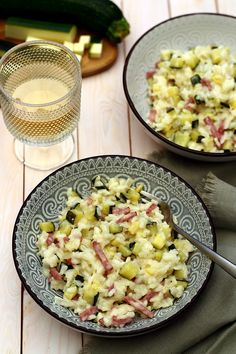 Creamy risotto with zucchini and bacon - Amandine Cooking - A faire - Chicken Recipes Meat Recipes, Seafood Recipes, Healthy Dinner Recipes, Healthy Snacks, Chicken Recipes, Snack Recipes, Cooking Recipes, Healthy Drinks, Cooking Gadgets