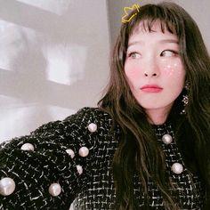 My girl Seulgi from Red Velvet Kpop Girl Groups, Kpop Girls, Korean Girl Groups, Asian Music Awards, Korean Bangs, Korean Idols, Seulgi Instagram, Choppy Bangs, Red Velvet Seulgi