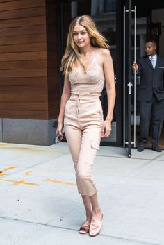 Gigi Hadid Heads to the Victoria's Secret Offices for a Fitting in New York 08/28/2017. Celebrity Fashion and Style | Street Style | Street Fashion