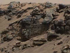 Una roca uniforme en el planeta Marte fotografiada por la cámara del mástil del Curiosity de la NASA Mars Rover.