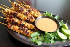 Wedding Food Appetizers for a party - The best wedding passed appetizers - Thrillist Nation - We've taken the liberty of ranking the best passed appetizers to help you maximize your wedding reception snacking. Thai Chicken Satay, Pollo Satay, Asian Recipes, Healthy Recipes, Healthy Eats, Yummy Recipes, Recipies, Spicy Peanut Sauce, Peanut Butter