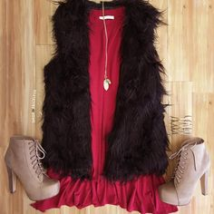 - Details - Size Guide - Model Stats - Contact Oh you fancy huh? Then this Evelyn Faux Fur Vest in black was made just for you! Featuring a shaggy, faux fur material. Collarless and sleeveless with an