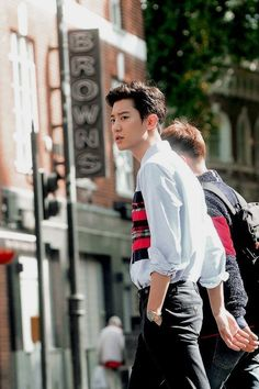 "baekhyunsama: ""Chanyeol in London. Baekhyun, Chanyeol Cute, Park Chanyeol Exo, Kpop Exo, Chansoo, Chanbaek, Kris Wu, Mark Wahlberg, Orlando Bloom"