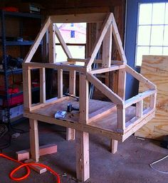 Building A DIY Chicken Coop If you've never had a flock of chickens and are considering it, then you might actually enjoy the process. It can be a lot of fun to raise chickens but good planning ahead of building your chicken coop w Backyard Chicken Coop Plans, Chicken Coop Pallets, Small Chicken Coops, Chicken Barn, Easy Chicken Coop, City Chicken, Portable Chicken Coop, Chicken Cages, Chicken Coop Designs