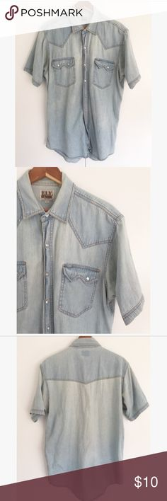 ELY CATTLEMAN - Chambray button up shirt Used, has some stains on armpit area & missing button (see photos) - Size L Mens Ely Cattleman Shirts