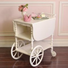 This sweet shabby chic white rectangular teacart. Tea Trolley, Tea Cart, Transforming Furniture, Furniture Making, Diy Furniture, Vintage Tea, French Vintage, Vintage Style, Shabby Chic Furniture