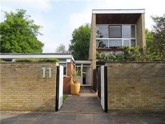 On the market: Four-bedroom 1960s modernist house in the Courtyards development, Cambridge, Cambridgeshire on http://www.wowhaus.co.uk