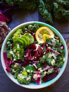 Broccoli Kale and Brussels SproSimple detox salad! Kale, Romaine, blanched greenKale Detox Salad with Pesto Salad Recipes For Dinner, Healthy Salad Recipes, Raw Food Recipes, Detox Recipes, Detox Salad, Kale Salad, Healthy Detox, Healthy Eating, Vegan Detox