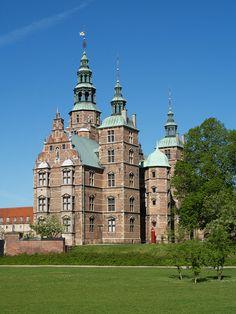 Rosenborg Castle at a beautiful sunny day with a clear blue sky. Copyright: Rosenborg Castle / Rosenborg Slot