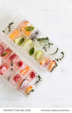 It's summer - grab the gin and tonic! Tasty ice cubes infused with fruit and herbs to add a little kick to your cocktail. but a great way to add extra flavour! Healthy Drinks, Healthy Recipes, Tea Recipes, Delicious Recipes, Yummy Food, Tasty, Summer Bbq, Gin And Tonic, Summer Cocktails