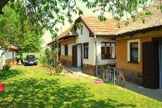 Ferienhaus Ungarn, Bátorság in Szentistván.  Ferienhaus Bátorság ist ein bezaubernder ungarischer Bauernhof mit 2 Nebengebäuden. Es gibt viele alte Merkmale, und bei der Renovierung sind viele Original-Materialien verwendet.  In dem großen Garten mit Terrasse und Kirschbäume, gibt es immer sonnige und schattige Plätzchen.  http://www.ferienhauserinungarn.de/ferienhauser-ungarn-angebote/Ferienhaus_ungarn_batorsag_szentistvan_98/