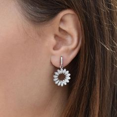 Stříbrné náušnice ve tvaru slunce Diamond Earrings, Products, Silver Drop Earrings, Stud Earring, Rhinestones, Diamond Drop Earrings, Gadget