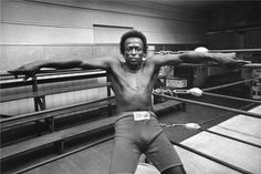 Miles Davis photographed by William Claxton in 1971 The age old question, the boxer or the brief. or the boxer brief? I've always been into boxer briefs. William Claxton, Miles Davis, Blue Note Jazz, Fillmore West, Jim Marshall, Music Photographer, Patti Smith, Jack Johnson, Jazz Musicians