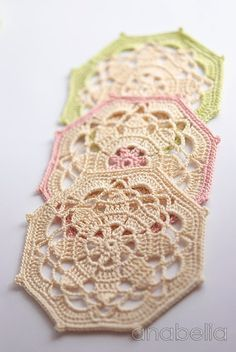 Free charted pattern for vintage-look coasters by Anabelia Crochet coasters sets by Anabelia