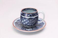 亮秀窯 染付祥瑞丸紋 丸型碗皿 Coffee Cups, Tea Cups, Tableware, Coffee Mugs, Dinnerware, Dishes, Teacup, Tea Cup, Coffeecup