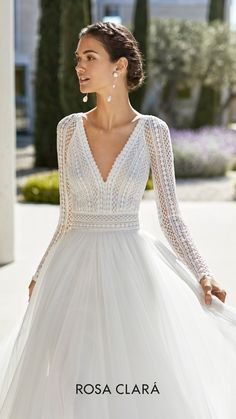 Princess-style beaded lace and extra soft tulle wedding dress. Deep-plunge neckline, V-back and long raglan sleeves. With full skirt and guipure lace detail on the neckline and belt. Top Wedding Dresses, Wedding Dress Trends, Wedding Dress Sleeves, Long Sleeve Wedding, Bridal Dresses, Lace Dress, Classy Wedding Dress, Wedding Dress With Belt, Rosa Clara Wedding Dresses