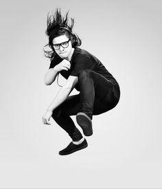 Pinterest ~ @carissadifabio ➰ Dubstep, Gesture Drawing Poses, Dillon Francis, Best Dj, Song Artists, Sailor Mars, Trap, The Wiz, Attractive Men