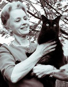 ♥ Jessica Alice Tandy (1909 – 1994) Played in so many stage and films. Such as Driving Miss Daisey, Batteries Not Included, Cocoon 1 & 2).....more.....