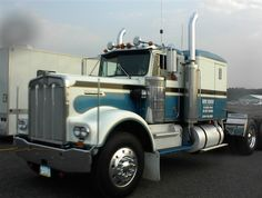 Classic W925 Kenworth Conventional