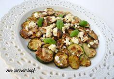 Gegrillte Zucchini mit Pinienkernen und Feta