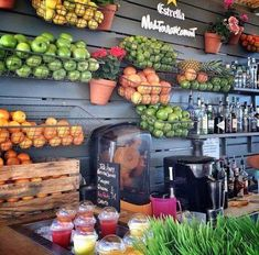 Im seeing a scaled down version if this for a home fresh juice bar. Like a coffee bar but for juice. Bar Deco, Deco Cafe, Smoothie Bar, Cafe Restaurant, Restaurant Layout, Juice Bar Interior, Juice Cafe, Juice Bar Design, Juice Store