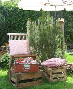 Kleine Pause im Garten. Shabby, Porch Swing, Outdoor Furniture, Outdoor Decor, Home Decor, Environment, Industrial Design, Home, Table