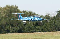 Aero L-29 Delfín | par Armchair Aviator Morris Illinois, Air Show, Space Crafts, Planes, Air Force, Fighter Jets, Aviation, Armchair, Aircraft