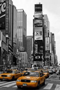 'NYC   Times Square' von Melanie Viola bei artflakes.com als Poster oder Kunstdruck. Weitere Shops: http://www.melanieviola-fotodesign.de/shops-kunst-kaufen.html