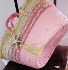 744&CAPAZOS Nueva Colección 2014 Mod.Grande HALFPINK /HANDPAINTED Diy Sac, Ethnic Bag, Straw Handbags, Art Bag, Basket Bag, Summer Accessories, Summer Bags, Diy Embroidery, Vintage Bags