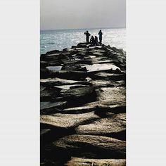 #morningbeachwalk #peopleinframe #loverspoint #serenitybeachpondicherry #photowalastudiodelhi #travelphotography #canon1100d