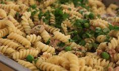 Στριφτάρια με καπνιστό τόνο και αρακά Pasta Salad, Ethnic Recipes, Food, Crab Pasta Salad, Essen, Meals, Yemek, Eten