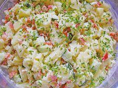 Kartoffelsalat, leicht und frisch Zutaten 1 kg Pellkartoffeln vom Vortag 4 Zwiebel(n), rot 1 Salatgurke(n) 1 Bund Radieschen 4 EL Schnittlauch, feinste Röllchen 125 g Mayonnaise 125 g Joghurt, fettarm 1 EL Milch 1 TL Senf, mittelscharfer Essig (Weißweinessig) Salz und Pfeffer