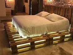 Awesome Unordinary Recycled Pallet Bed Frame Ideas To Make It Yourself. furniture ideas Unordinary Recycled Pallet Bed Frame Ideas To Make It Yourself Pallet Home Decor, Pallet Patio Furniture, Home Furniture, Diy Home Decor, Furniture Design, Furniture Ideas, Bedroom Furniture, Wooden Furniture, Cheap Furniture