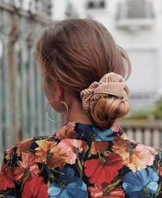 Chouchou velours côtelé beige - Lise – Scrunchie is back Good Hair Day, Grunge Hair, Mode Inspiration, Hair Dos, Pretty Hairstyles, Hair Inspo, Her Hair, Nailart, Short Hair Styles