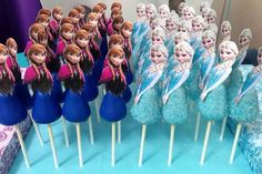Frozen New Year Elsa and Anna Cake Pops for 2016 - Frozen Food, Frozen Party, Frozen Dessert Disney Frozen Party, Frozen Themed Birthday Party, Elsa Birthday, 3rd Birthday, Frozen Cake Pops, Frozen Theme Cake, Frozen Cupcakes, Festa Frozen Fever, Anna Cake