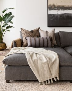 Home Living Room, Apartment Living, Living Room Decor, Living Spaces, Neutral Living Rooms, Small Living Room Furniture, Living Room Inspiration, Family Room, Interior Design