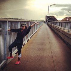 Nicole Snooki Polizzi - Running on the bridge