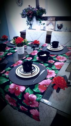 Mesa posta para café da manhã Tet a Tet Dollar Store Hacks, Coffe Table, Dinning Table, Table Setting Design, Table Settings, Bow Pillows, Flamingo Party, Mug Rugs, Table Linens