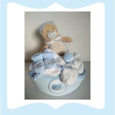 Le bain de monsieur Gâteau de couches ou diaper cake pour cadeau de naissance ou baby shower www.lababyshowerdemaman.fr ou lababyshowerdemaman@hotmail.fr pour toutes vos demandes